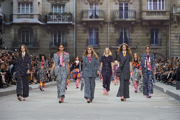 chanel-spring-summer-2015-ready-to-wear-looks-16
