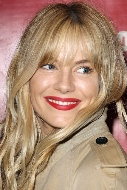 Sienna-Miller-Vogue-19Apr13-Rex_b_426x639