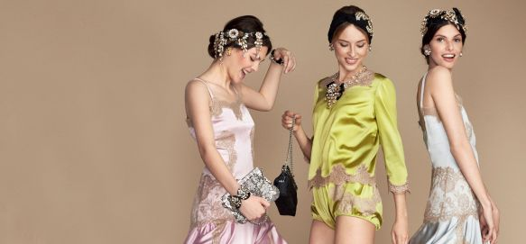 dolce-gabbana-dg-pyjama-party-woman-clothes-accessories-luxury-lingerie-pijiamas-2400x11161